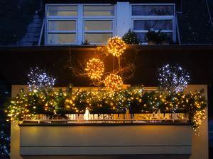 weihnachtsdeko häuser beleuchtet fotos gratuitas rgbstock fotos gratuitas natal