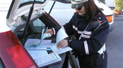 polizia municipale firenze ufficio verbali altera la targa e la multa arriva ad un altro
