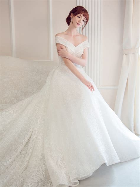top  simple classic wedding gowns   modern bride
