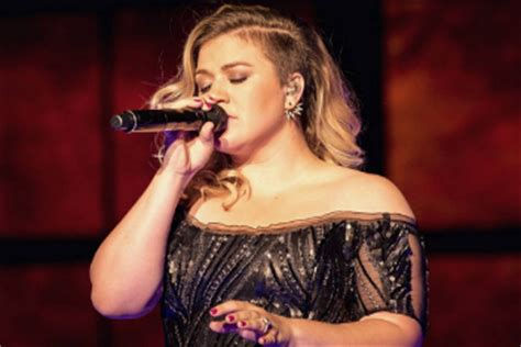 kelly clarksons latest announcement might signal the end kelly clarkson baby it ll be a girl today s parent