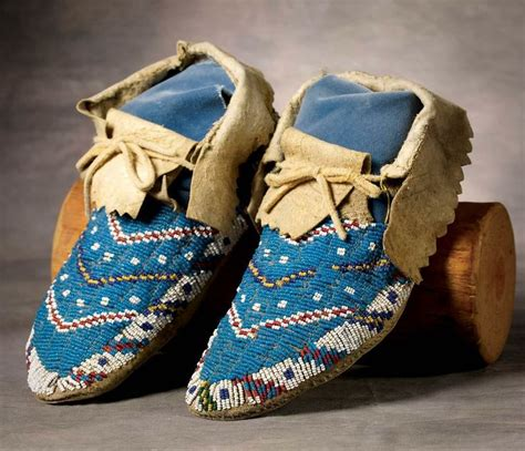 beaded moccasins sioux beaded moccasins moccacins