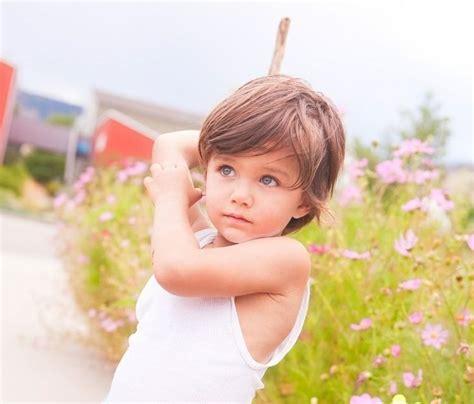 junge mit laengeren haaren haarejungs   frisuren