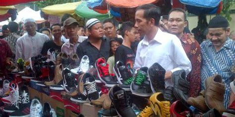 Sepatu Bola 100 Ribu beli sepatu rp 75 ribu jokowi bayar rp 100 ribu tanpa
