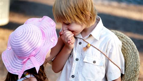 wallpaper of cute baby couples kids cute couple holding hands wallpapers little boy girl
