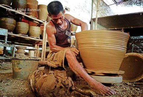 Celengan Ayam Dari Tanah Liat Bakar melihat sentra pembuatan keramik plered di purwakarta