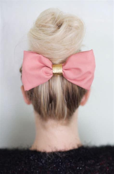 bow in her hair and rear view coiffure pour cheveux mi long en 80 id 233 es chic et 233 l 233 gantes