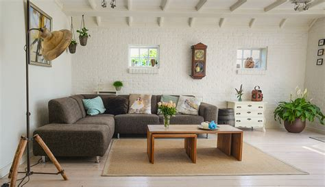 How To Make A Living Room Feel Cozy - tips and tricks to make your home look warm and inviting