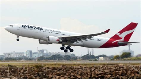 more flights to japan qantas secures peak flight time to haneda airport tokyo