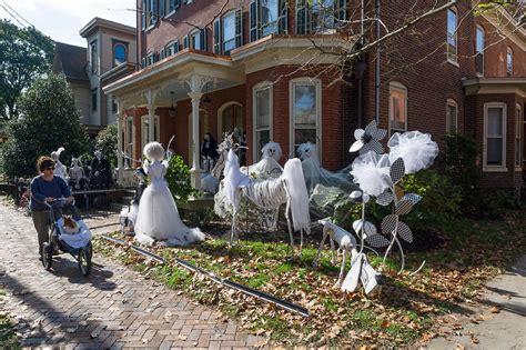 yard and house outside decorations 48 creepy outdoor halloween decoration ideas