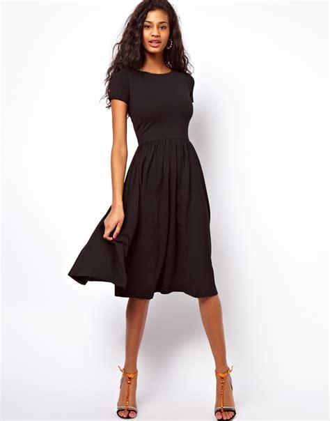 robefluide noire mi longue habillee pour ete la robe longue