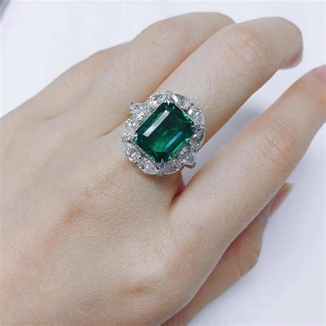 7 34 carat unique emerald ring for sale at 1stdibs