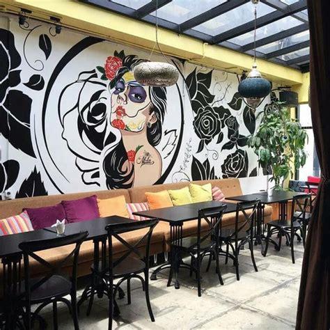 lukisan dinding cafe hitam putih rahman gambar