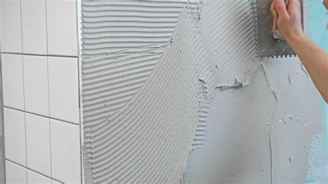 fliesen kleben englisch d 252 nnbettverfahren fliesenverlegetechniken im 220 berblick