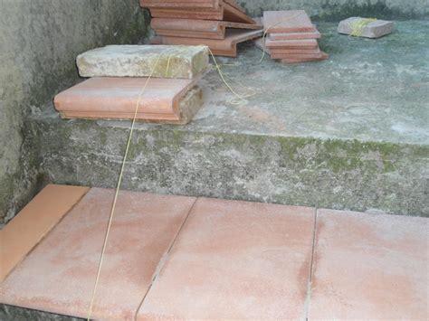 rivestire piastrelle vecchie come rivestire una vecchia scala esterna con gradini in cotto