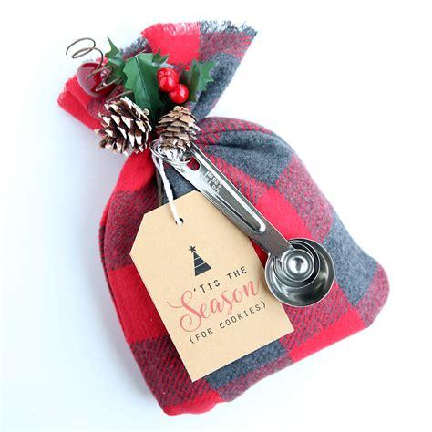 Charming Kids Christmas Goodie Bags #2: Cookie-mix-gift-bags-sack-easy-cheap-diy-handmade-christmas-neighbor-gift-idea-featured.jpg