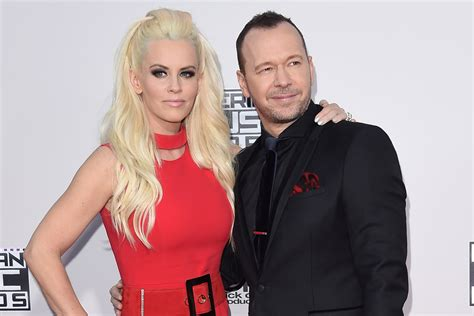 jenny mccarthy is she related to paul mccarthy jenny mccarthy admits she d cheat on her husband donnie