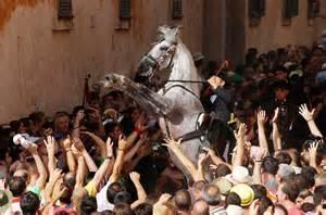 Essayer Espagnol Trad by De San Juan Minorque Bal 233 Ares F 234 Tes Et Traditions Espagnoles Espagnol