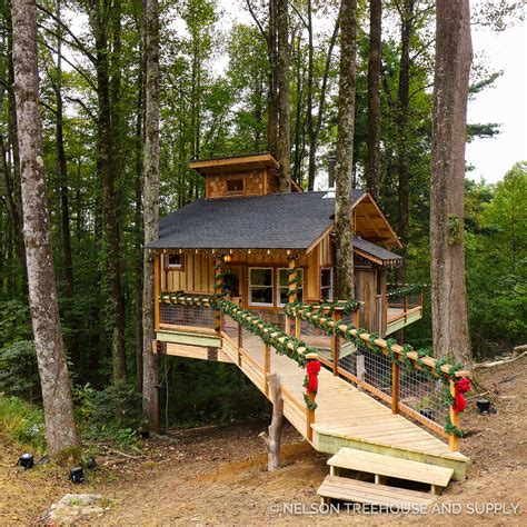 treehouses christmas appalachian treehouse nelson treehouse