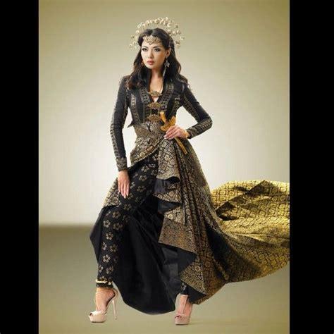 Songket Caftan 1 the bold brilliant princess of perak songket dress from syomir izwa songket ideas