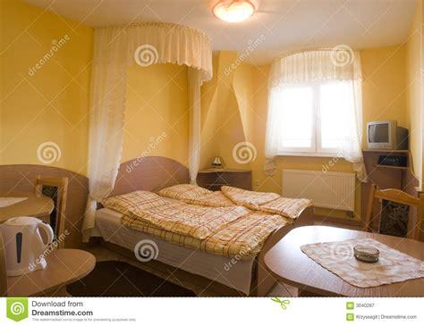 Gelbes Schlafzimmer by Gelbes Schlafzimmer Lizenzfreie Stockfotografie Bild