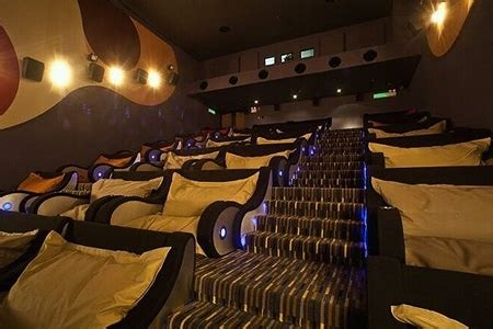 movie theatre reclining seats world s most comfortable movie theater features reclining