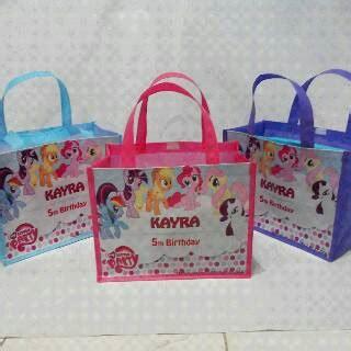 Tas Spunbond Serut V18 Custom Souvenir Ulang Tahun Anak Goodie Bag jual tas spunbond custom tas souvenir tas bingkisan foto anak murah grosir plastik