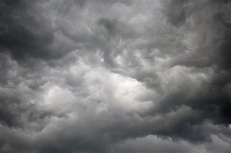 What Color Goes With Gray by Why Do Clouds Look Dark Before Rain 187 Science Abc
