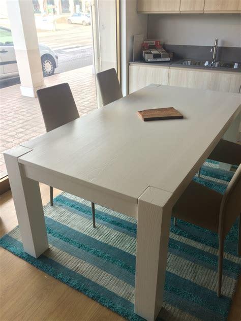 tavolo in legno massello prezzi tavolo allungabile in legno massello bianco tavoli a