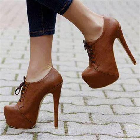 husband wears high heels great idea to wear for a husband should make a happy