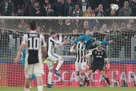 ronaldo juventus rovesciata gol in rovesciata di cristiano ronaldo tutti applaudono tranne uno gareth bale