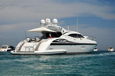 10 Amazing Luxury Boats To Of by Amazing Yacht Charter Details Mangusta 108