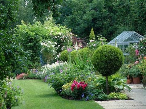 cottage garden border ideas relaxed country garden style
