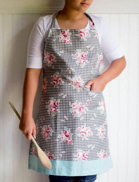 apron pattern step by step 1 yard magic apron from lecien fabrics free pattern