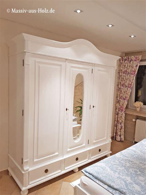 weiße kleiderschränke mit spiegel das wei 223 e schlafzimmer massiv aus holz