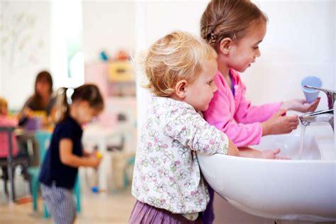 imagenes niños lavandose las manos la importancia de lavarse las manos para la salud infantil