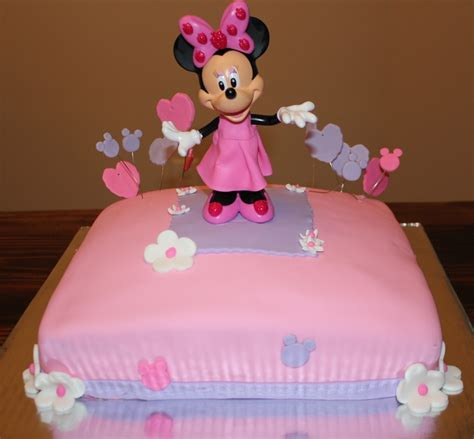 minnie mouse decor cakecentral com minnie mouse chocolate cake with chocolate frosting pink