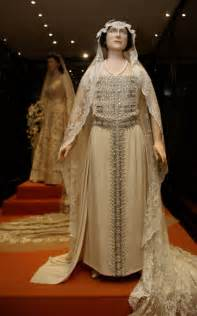 Queen elizabeth 1 wedding dress british royal weddings from victoria