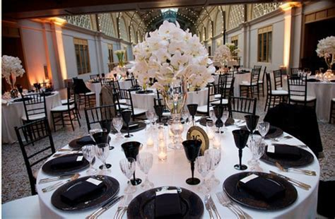 white linens and black place settings  hmmm . http