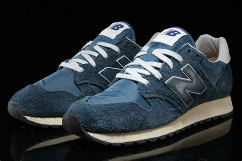New Balance Suede 520 suede gets placed on the new balance 520