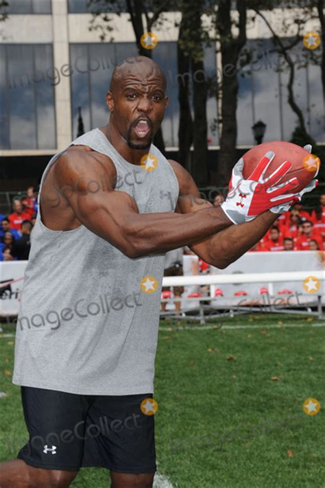 terry crews football team photos and pictures terry crews at madden nfl 12 pigskin