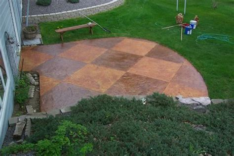 Outdoor Concrete Patio Paint by 1000 Ideas About Stain Concrete Patios On