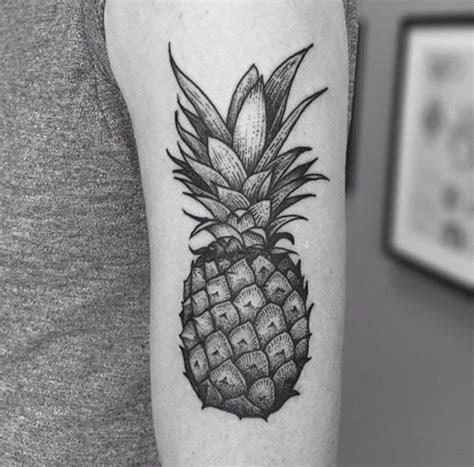 geometric tattoo vorlagen geometric tattoos rnl tattoo pinterest ananas tattoo