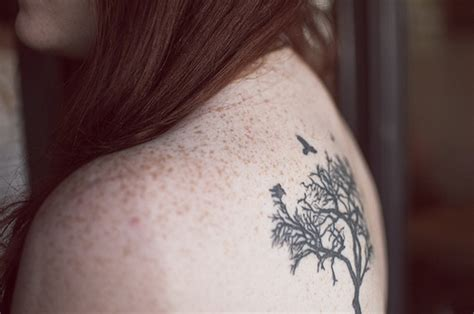 tattoo with freckles back freckles girl tattoo image 431389 on favim com