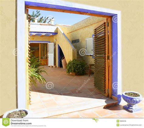 cortile spagnolo casa mediterranea dorata spagnola cortile fotografia