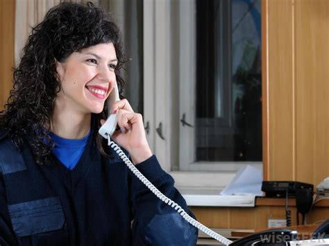 Help Desk Phone Etiquette by What Does A Front Desk Receptionist Do With Pictures
