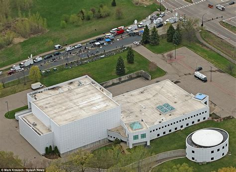 prince minnesota house prince s 10m paisley park estate in minnesota revealed daily mail online