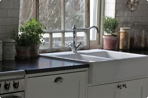 double farmhouse sink    lip   sink    counter