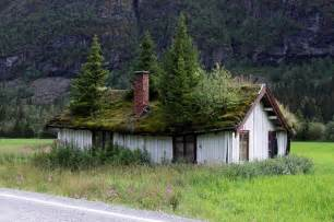 houses in norway the grass roofs of norway amusing planet