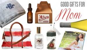 Gifts For Mom 2017 by Gift Guide Good Gifts For Mom Goodlifer
