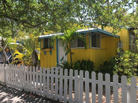 home away cottages siesta key palms suites and cottage vacation rentals in siesta key florida palms suites